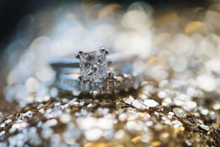 ring picture gold glitter