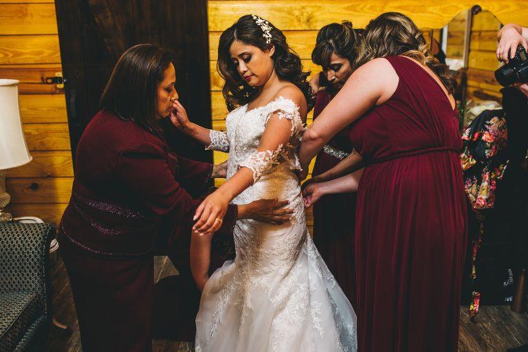 bride getting ready at club lake plantation